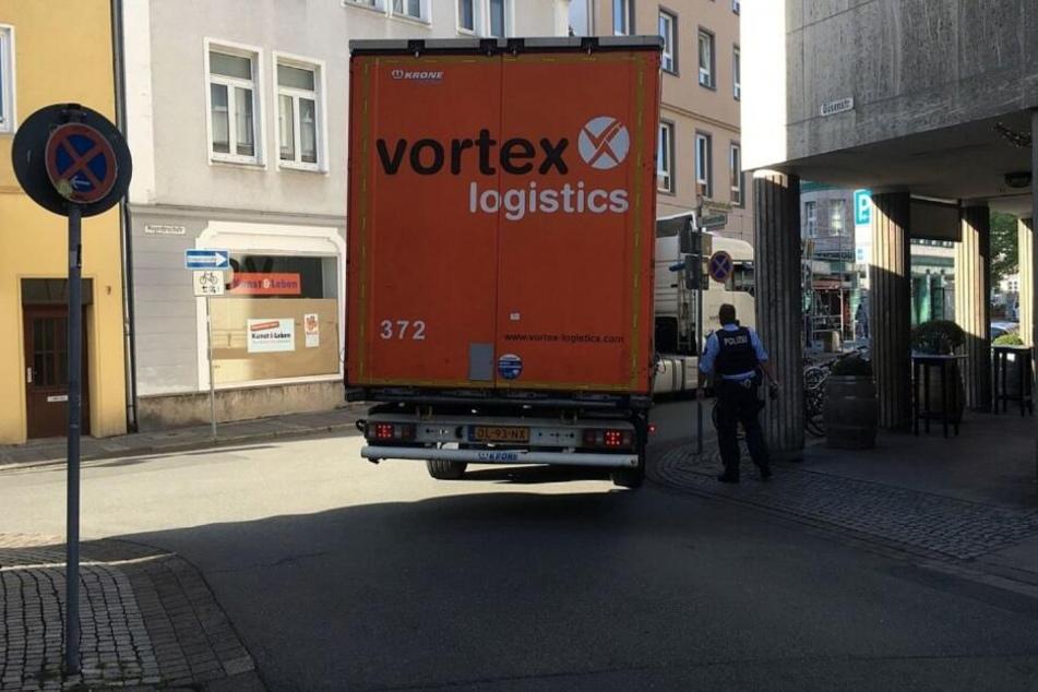 Der Lastwagen kam einfach nicht um die Ecke.