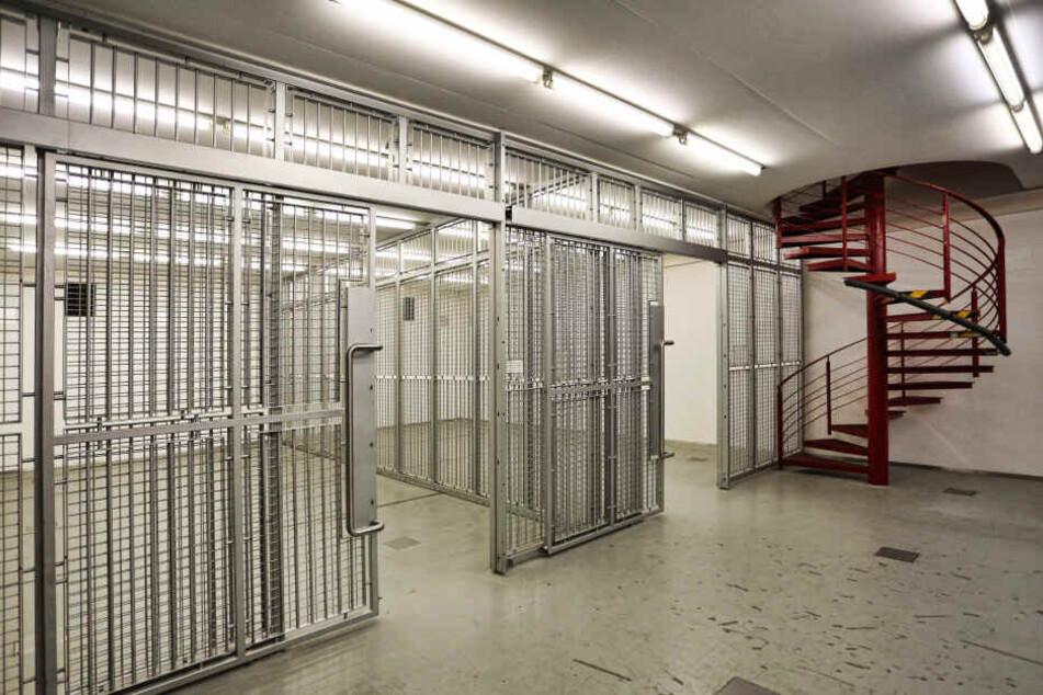 Im Keller der ehemaligen Bank ist viel Platz - für Akten oder Tanzperformances.