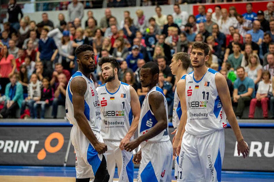 Lange Gesichter bei den Dresdner Basketballern.