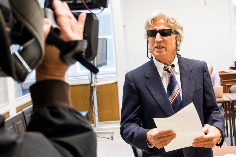"""Drei Überfälle und versuchter Mord: Bankräuber (71) setzt """"Show"""" vor Gericht fort"""