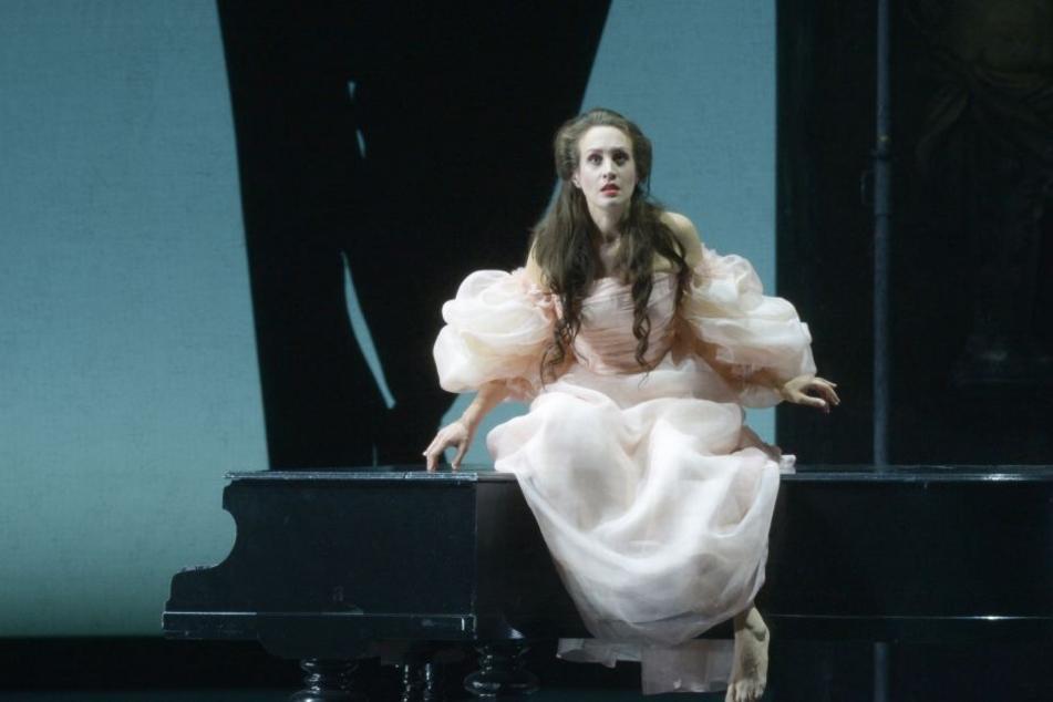 """Lacroix entwarf die Kostüme für die Produktion """"I Puritani"""", die in der Alten Oper in Frankfurt am 2. Dezember Premiere feiert."""
