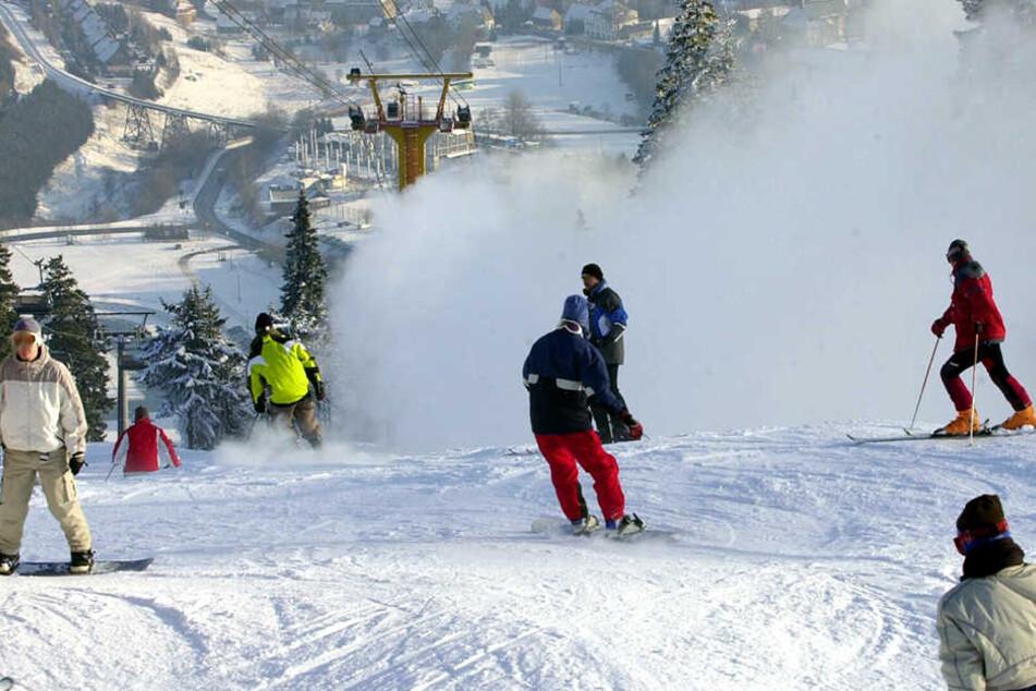 Skifahrer freuen sich auf der Piste - und können es weiterhin tun Für echte Rodelfans sieht's derzeit schlecht aus.