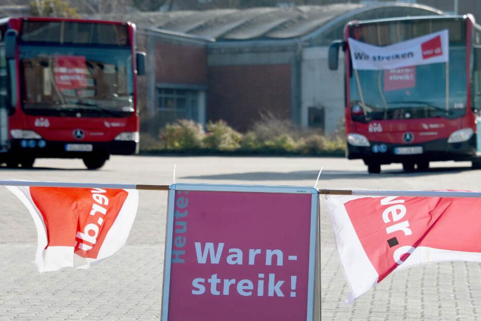 Die Busse bleiben in Schleswig-Holstein am Dienstag in ihren Depots.