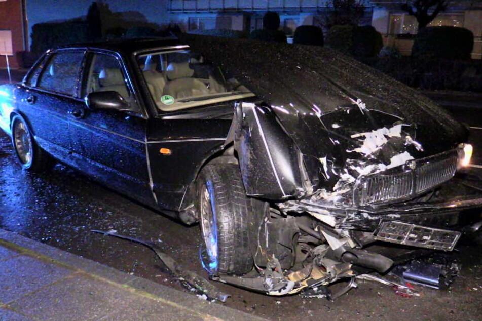 Der Jaguar war nach dem Unfall schrottreif.