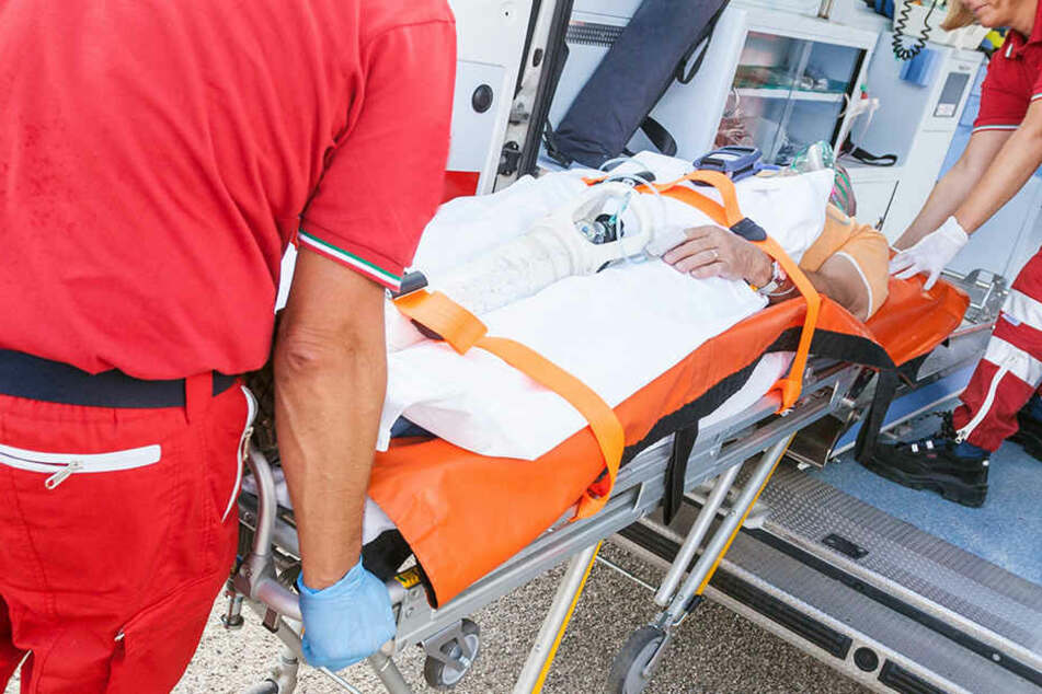 Ein Passant leistete erste Hilfe und alarmierte einen Notarzt. (Symbolbild)