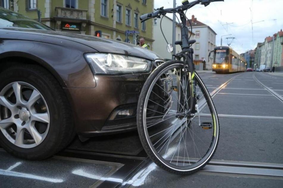 Der 33 jahre alte Audi-Fahrer erfasste die 28-jährige Radfahrerin an der Kreuzung Pennricher Straße / Rudolf-Renner-Straße in Dresden-Cotta.