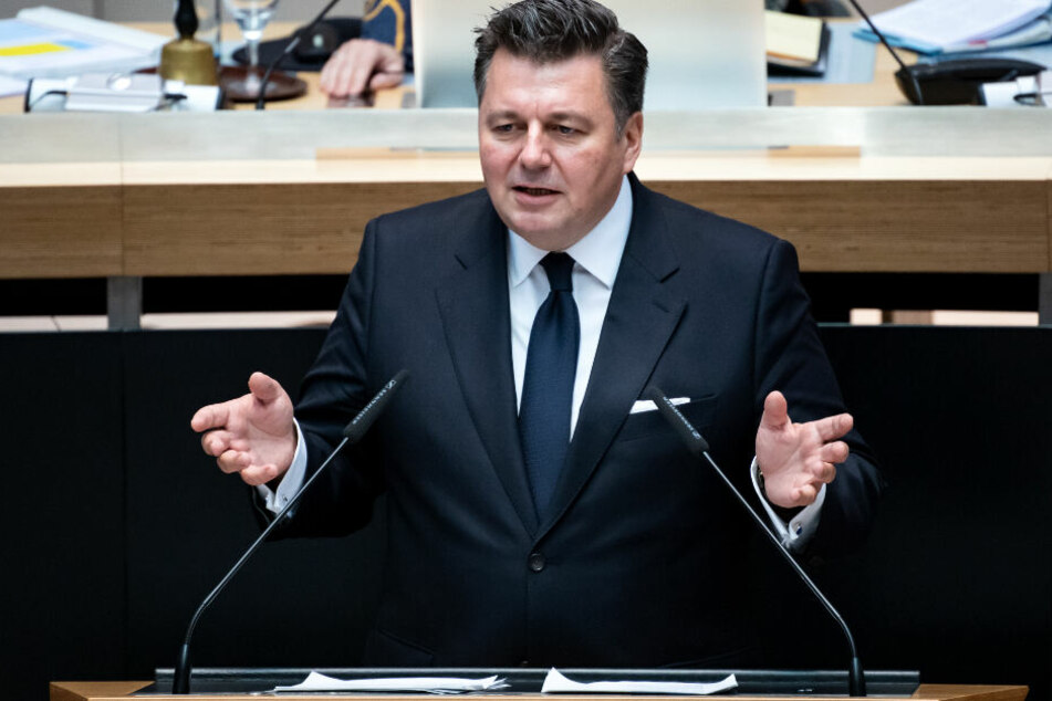 Andreas Geisel (SPD), Berliner Innensenator, spricht bei der Plenarsitzung im Berliner Abgeordnetenhaus.