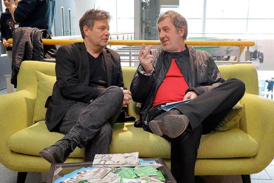 TAG24-Redakteur Bernd Rippert im Gespräch mit Robert Habeck (l.).