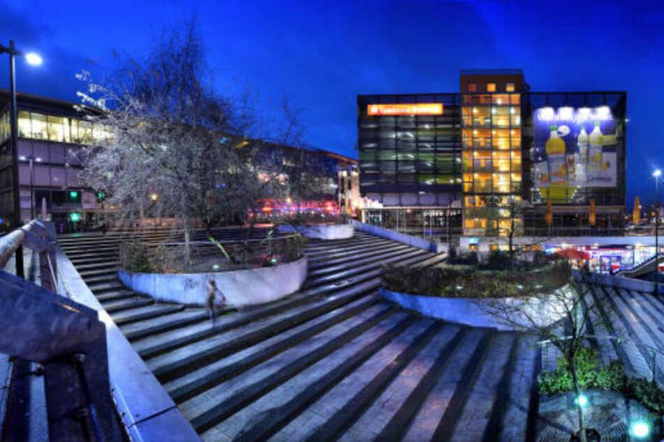 Die Treppen am Boulevard in Bielefeld wurden schon für so manchen zur Stolperfalle. Jetzt werden sie zur Open Air Tanzfläche.