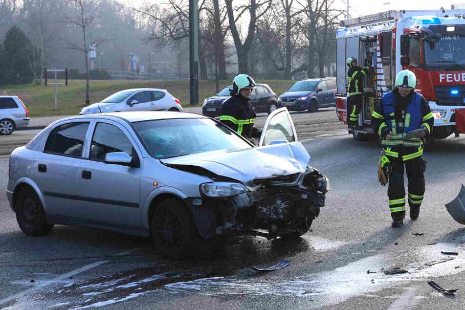 Heftiger Crash sorgt für Verletzte und Verkehrschaos