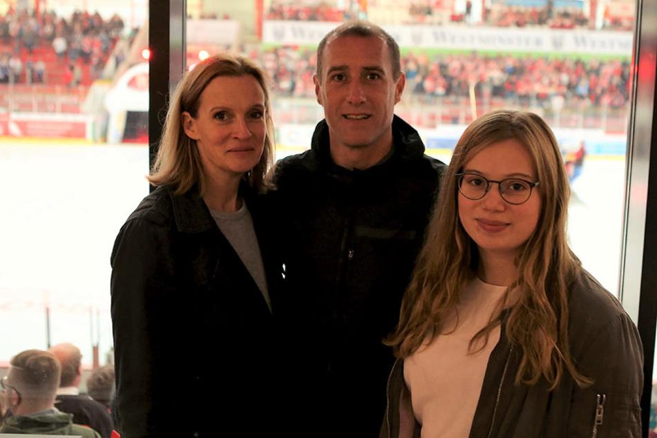FSV-Coach Joe Enochs mit Ehefrau Gunilla und Tochter Sophie im Sahnpark.