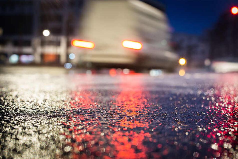 Auf glatten Straßen wird die Autofahrt schnell zur Rutschpartie.
