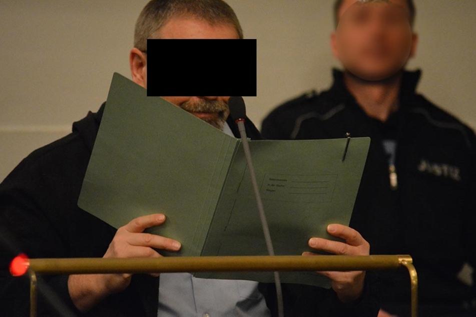 Angeklagt wegen versuchten Totschlags seiner Nachbarin: Heiko S. (51) aus  Rußdorf schlug mit einer Zaunslatte zu.