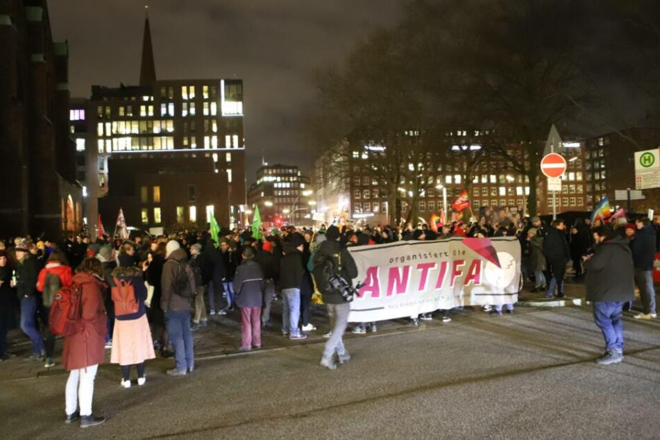 Nach Kemmerich-Wahl: Hunderte bei Spontandemo in Hamburg!