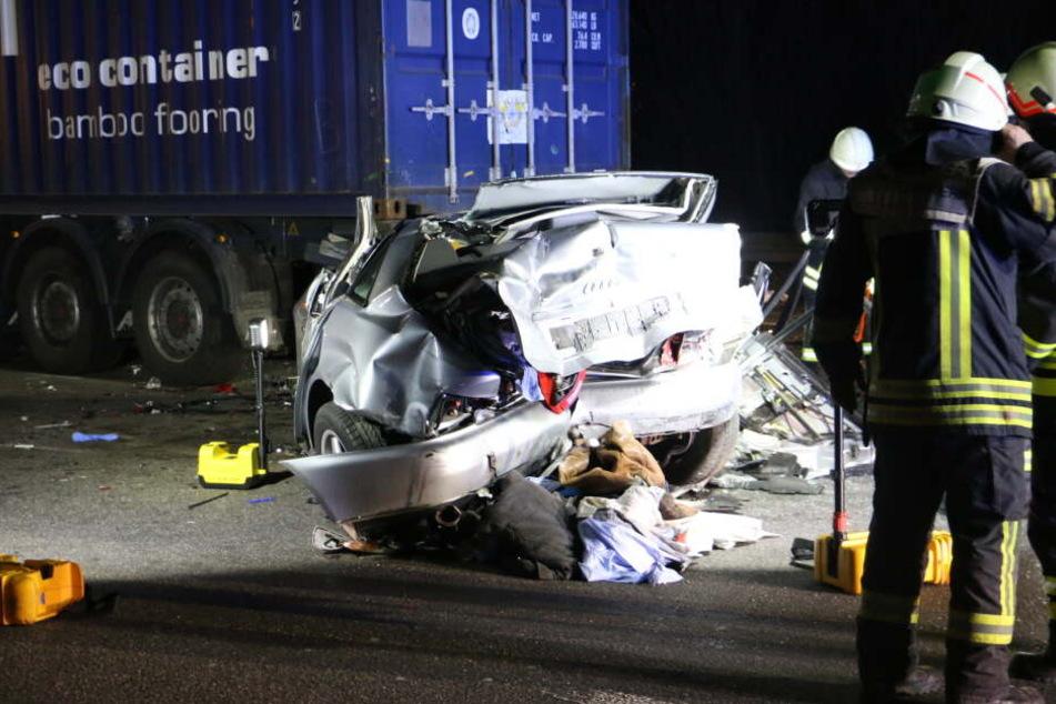 Mehrere Menschen wurden bei den Unfällen auf der A4 bei Köln in der Nacht teils schwer verletzt.