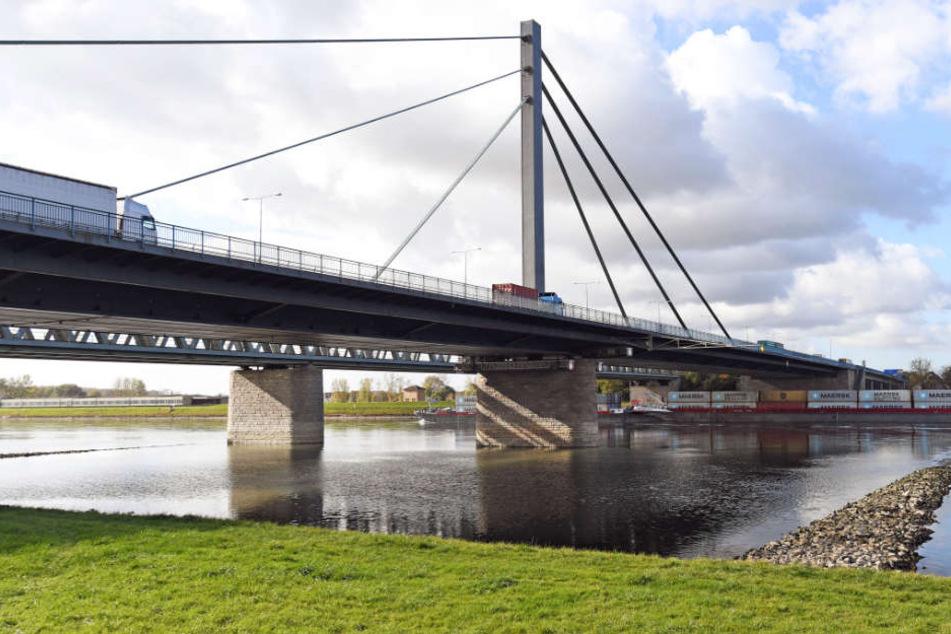 Die Arbeiten an der Rheinbrücke erfolgen im laufenden Verkehr.