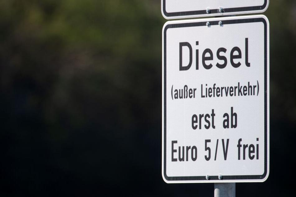 Bald gilt auf mehreren Berliner Straßenabschnitten das Diesel-Fahrverbot (Symbolbild).