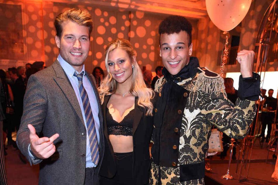"""Raúl Richter (links), dessen Freundin und Prince Damien (rechts) feierten auf der """"Movie meets Media""""-Party."""