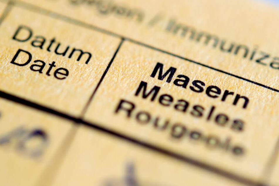 Wer mit dem Mann in Kontakt gekommen sein könnte, sollte dringend seinen Impfschutz überprüfen. (Symbolbild)
