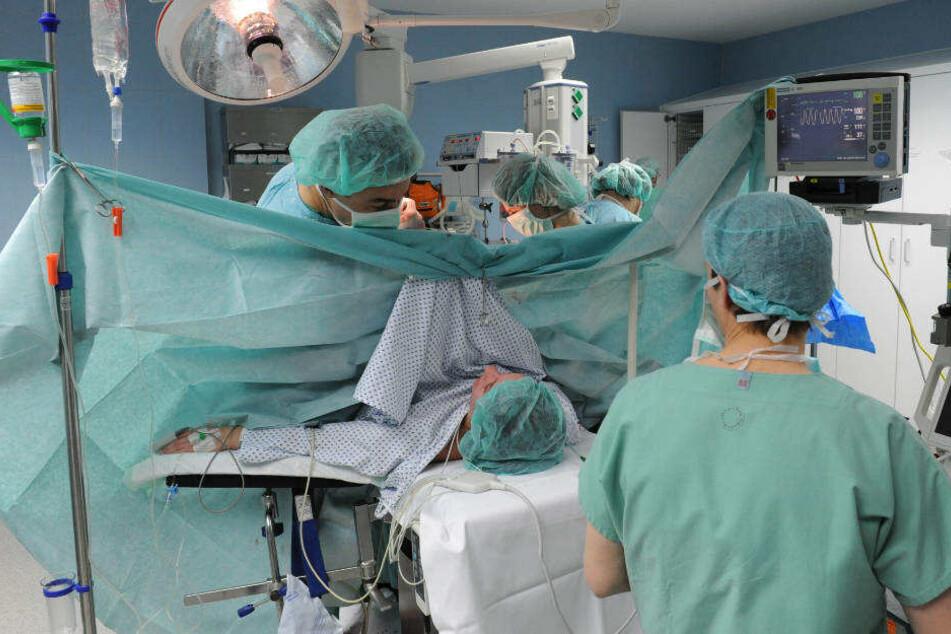Frau verblutet nach Kaiserschnitt: Urteil über drei Ärztinnen gefallen