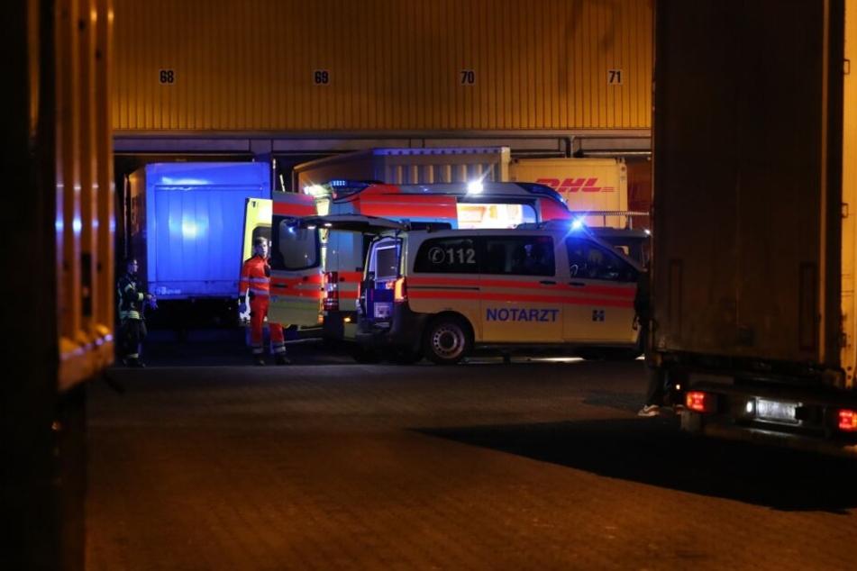 Von Lkw eingequetscht: Mann stirbt in DHL-Lager