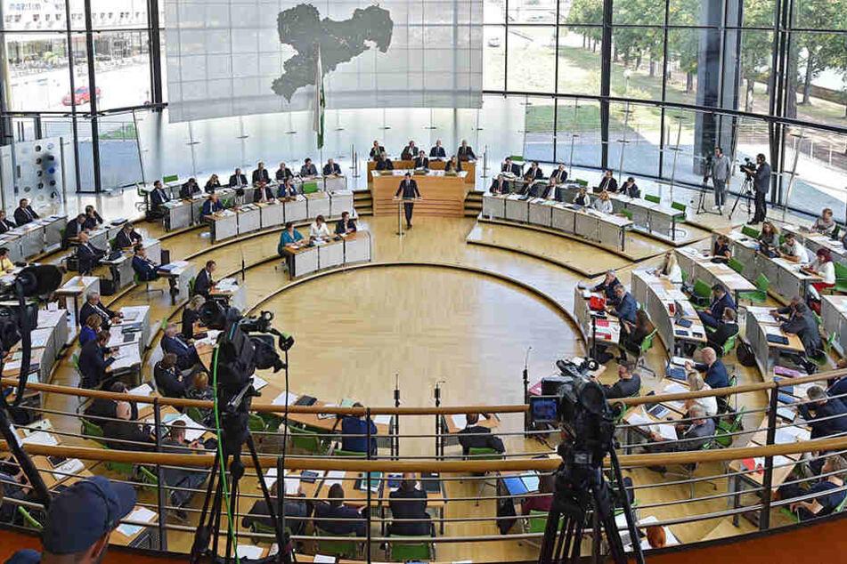Vermutlich wird die neue Abgeordnete nie im Landtagsplenum Platz nehmen. Es ist Sommerpause.