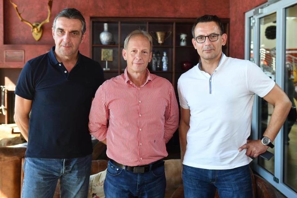Die beiden Geschäftsführer Ralf Minge (li./Sport) und Michael Born (re./Kaufmännisches) mit dem Vorsitzenden des Aufsichtsrates Jens Heinig (Mitte).