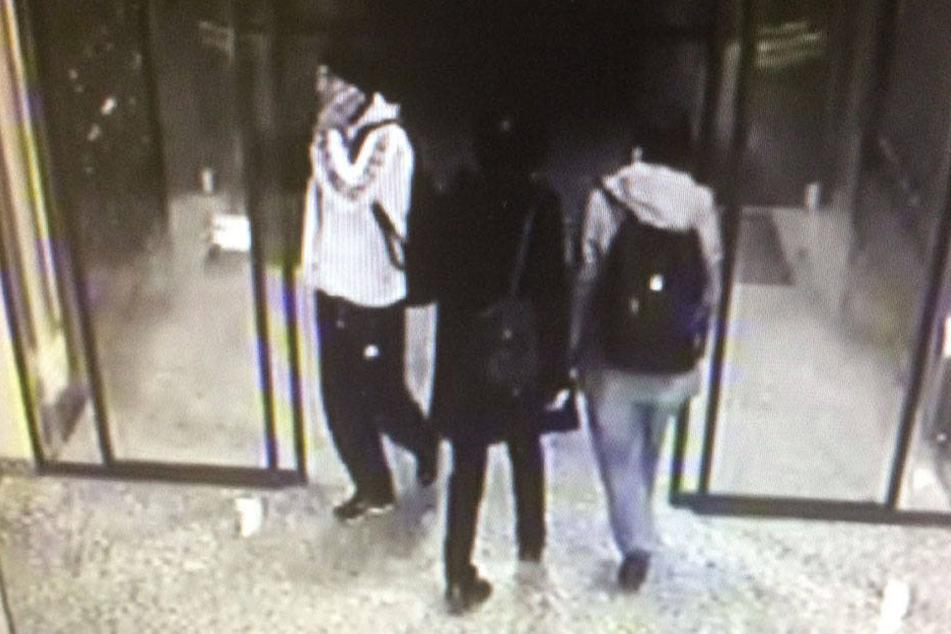 Anscheinend versuchte der Mann in der weißen Jacke schon zum dritten Mal sein Glück im Chemnitzer Zentrum