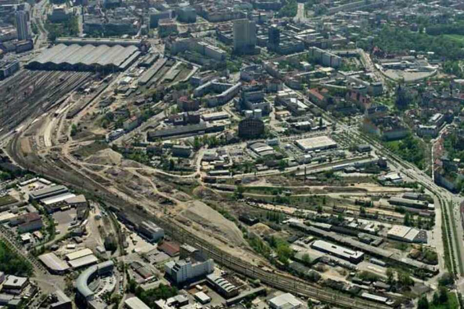 Das riesige Areal grenzt an das Gasometer Nord und verläuft entlang der Eutritzscher und der Delitzscher Straße. Links oben befindet sich der Hauptbahnhof.
