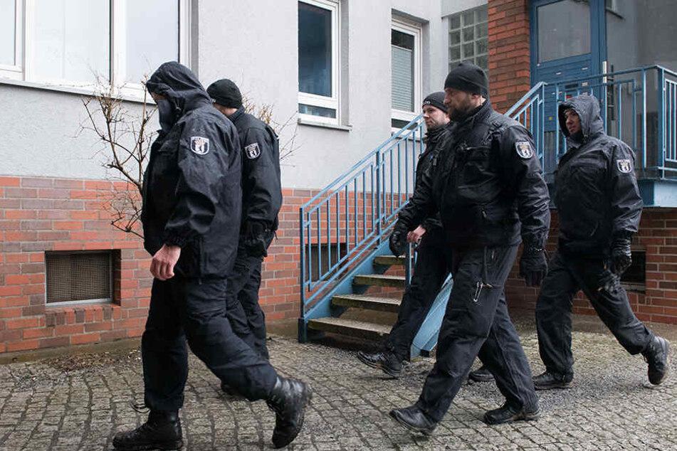 Am Sonntag konnten die Ermittler einen 15-Jährigen festnehmen. Er hat die Tat noch am selben Tag gestanden.