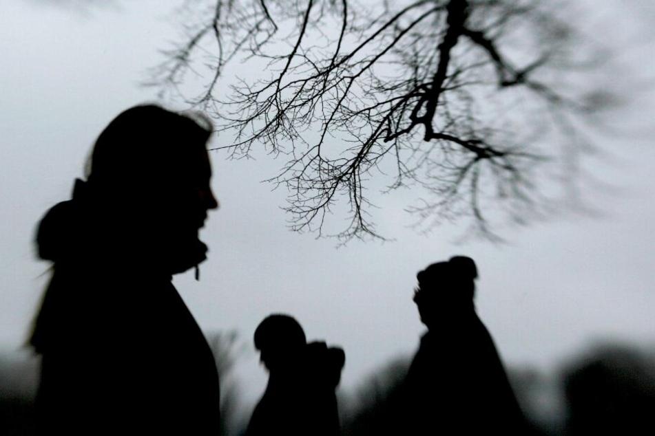 Psychisch kranker Mann hält Nachbarin für eine Hexe und attackiert sie mit Messer