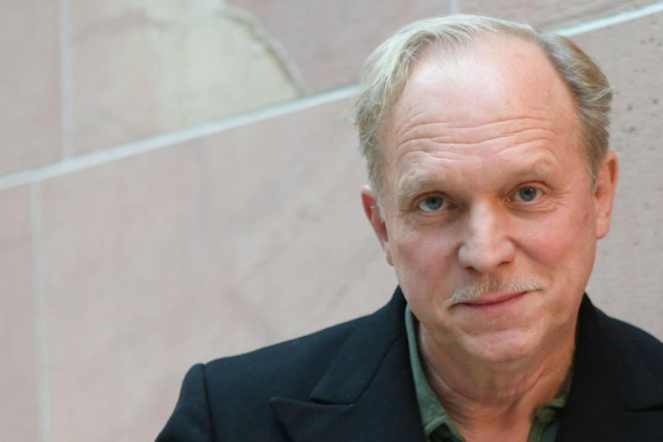 Ulrich Tukur schreibt seinen ersten Roman in einer Berghütte