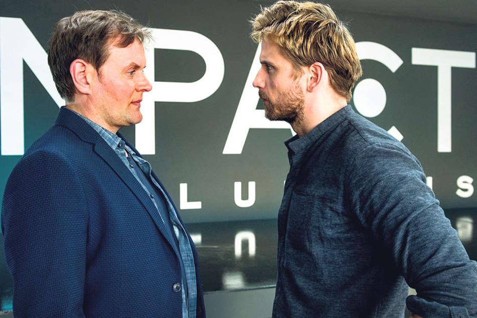 Der schnöselige Compact-Chef Victor Rousseau (Steve Windolf, r.) gibt Kommissar Stellbrink (Devid Striesow) Rätsel auf.