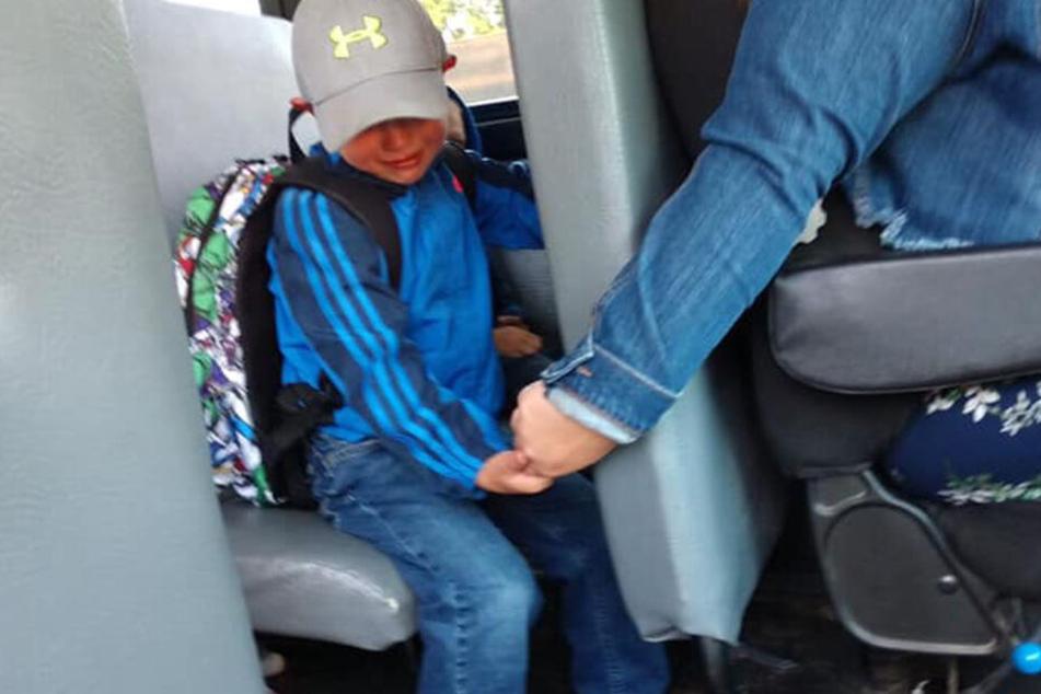 Busfahrerin Isabel gab dem Kleinen ihre Hand.