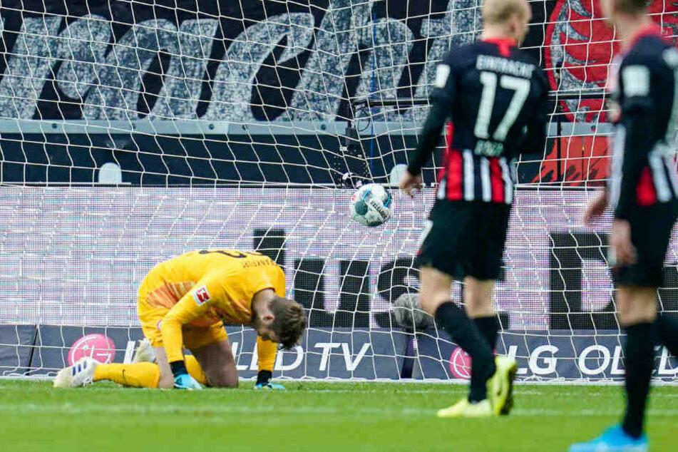 Keine Chance für Felix Wiedwand beim 0:1: Wout Weghorst hatte den Schuss von Maxi Arnold unhaltbar abgefälscht.