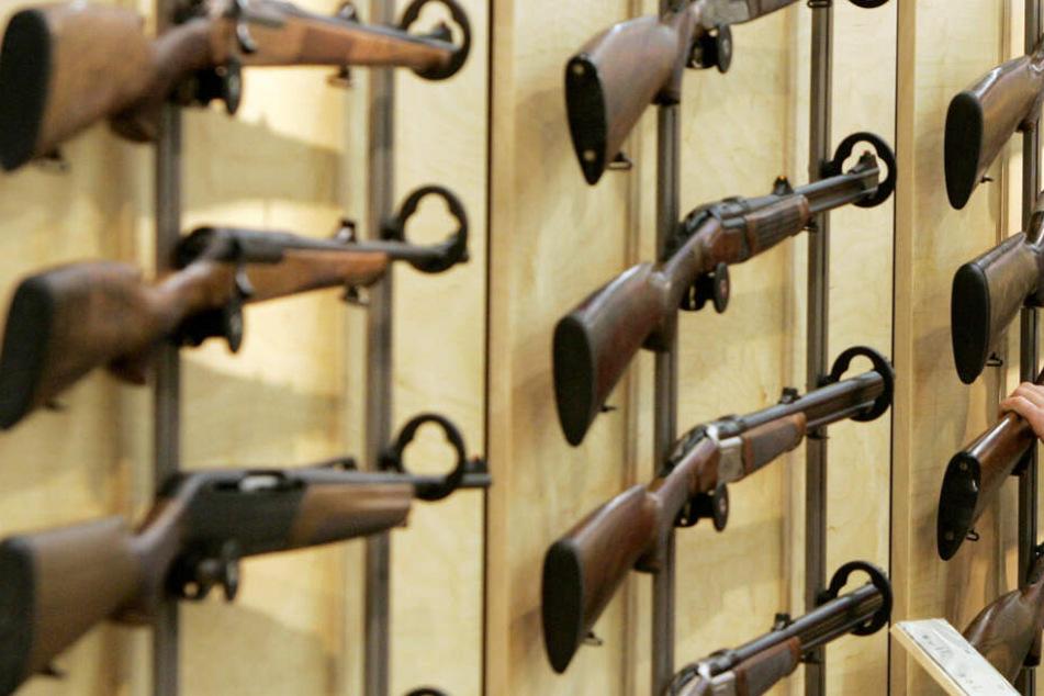 In Bayern ist der Zahl erlaubnispflichtiger Schusswaffen 2018 gestiegen. (Symbolbild)