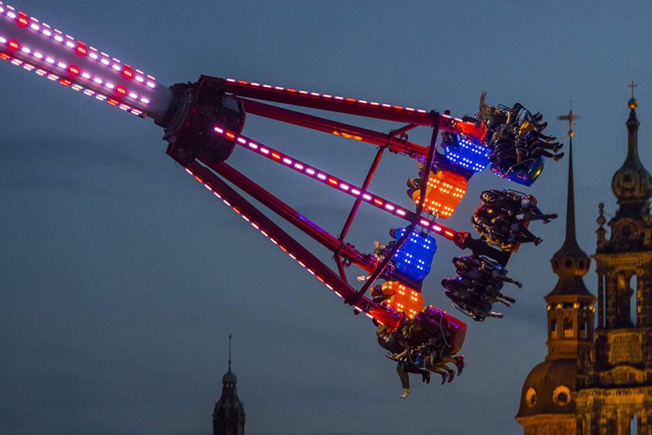 Wie hier in Dresden schweben die Wagemutigen an der Radrennbahn in 46,5 Metern Höhe.