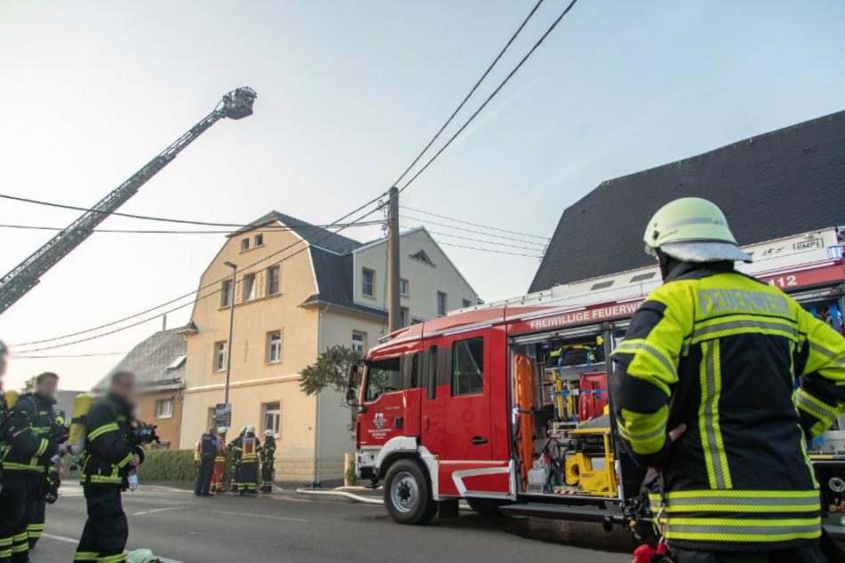 Die Feuerwehr konnte ein abbrennen des Dachstuhls verhindern.