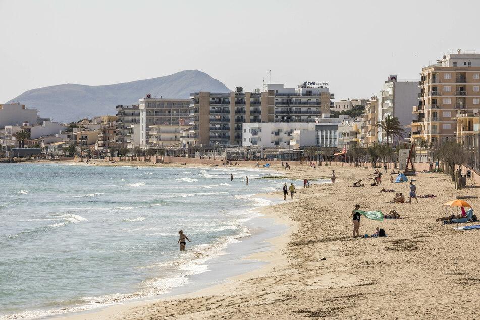 Zwei Schwestern im Alter von 23 und 25 sind an einem Strand von Mallorca ums Leben gekommen. (Symbolbild)