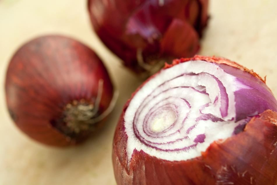 Nie wieder beim Zwiebel-Schneiden heulen: Es ist ganz einfach!