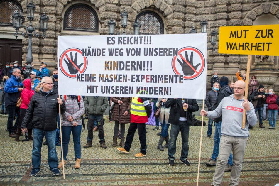 Die Schutzmaßnahmen gegen das Coronavirus lehnten viele der Demonstranten ab.