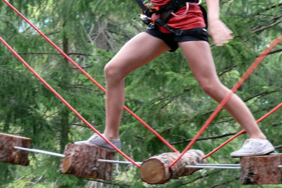Die Zwölfjährige sprang unkontrolliert von dem sogenannten Freefall-Tower (Symbolfoto).