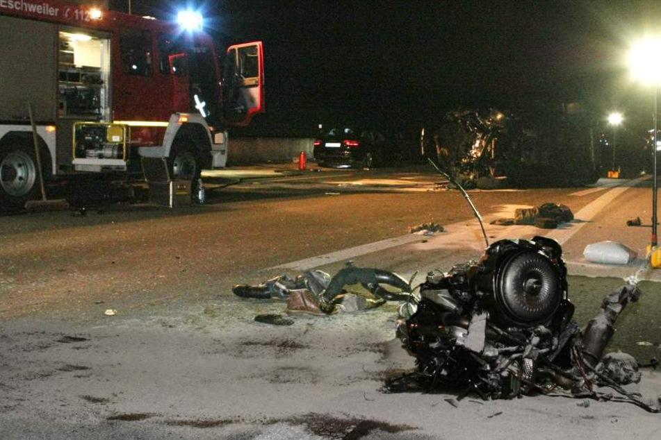 Zwei Schwerverletzte bei Horrorcrash auf der A4.