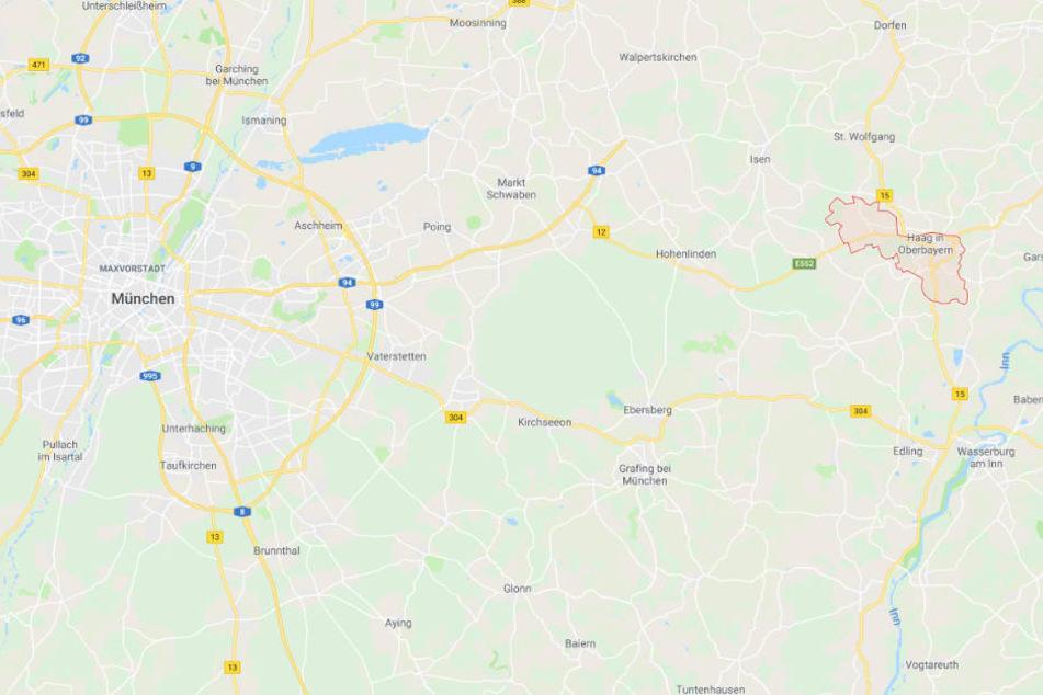 In der Nähe von Haag in Oberbayern hat sich ein Unfall mit schrecklichen Folgen ereignet.