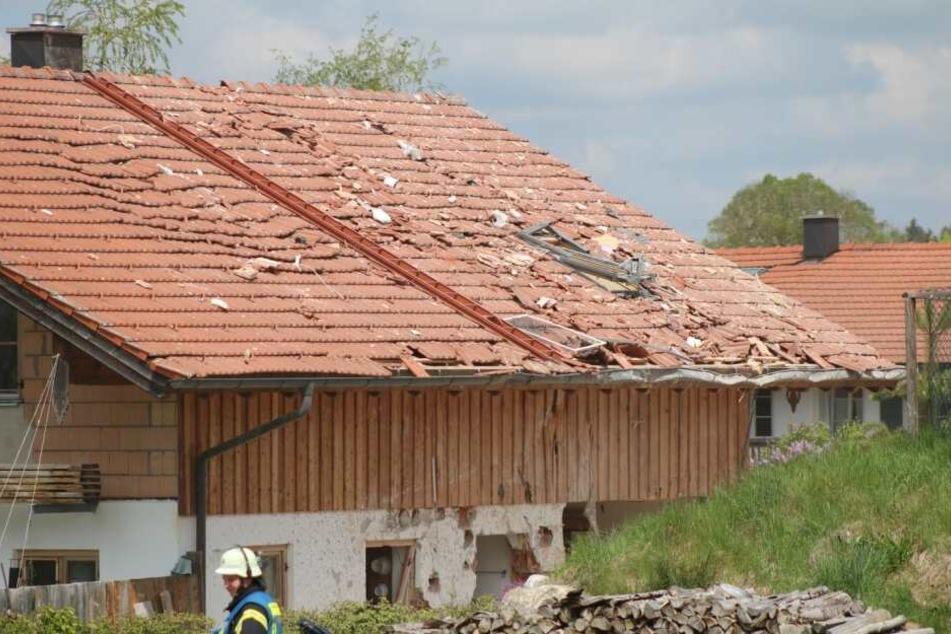 Durch die Explosion wurden auch die Nachbarhäuser beschädigt.