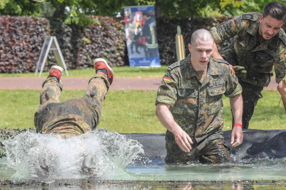 Die Bundeswehr soll bei der Bekämpfung der erwarteten Schnakenplage helfen.