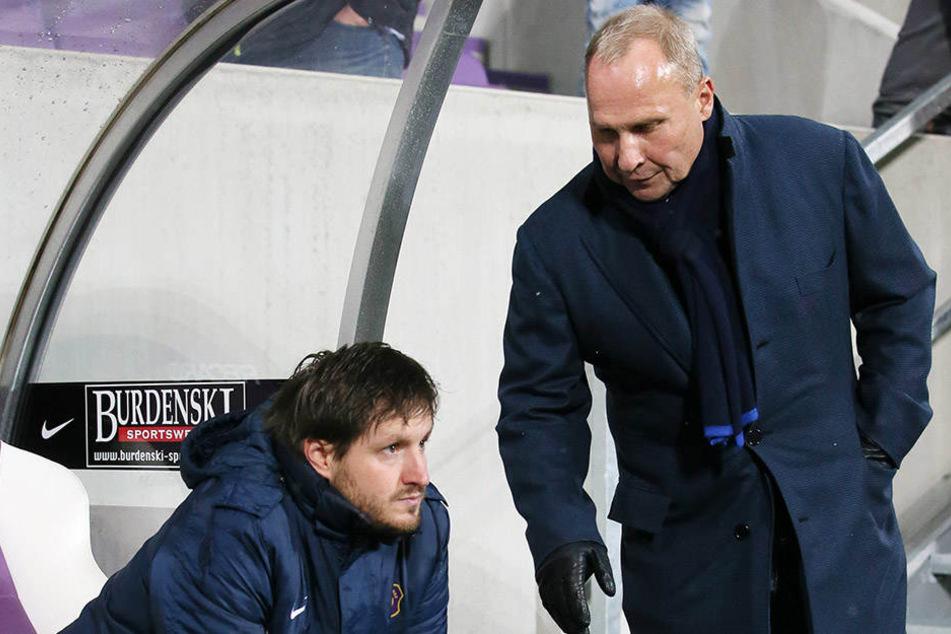 Gegen Fürth zählt nur ein Sieg. Das will Präsident Helge Leonhardt (r.) auch Trainer Hannes Drews vermitteln.