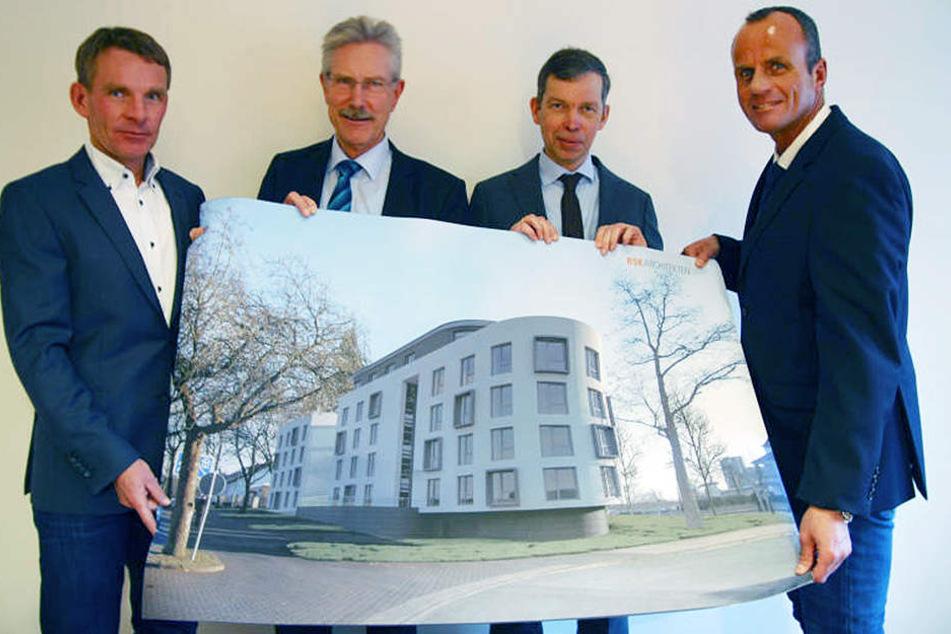 Ein Wohnheim mit hochwertiger Architektur soll entstehen: Hermann Loges, Bernhard Hartmann, Stephan Kleine und Thorsten Mertens (von links) präsentieren den Entwurf.