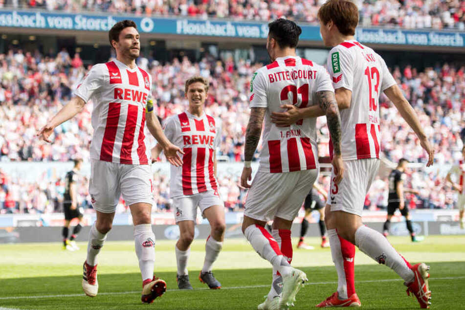 Kapitän Jonas Hector (l.) bejubelt seinen Treffer zum 1:0.