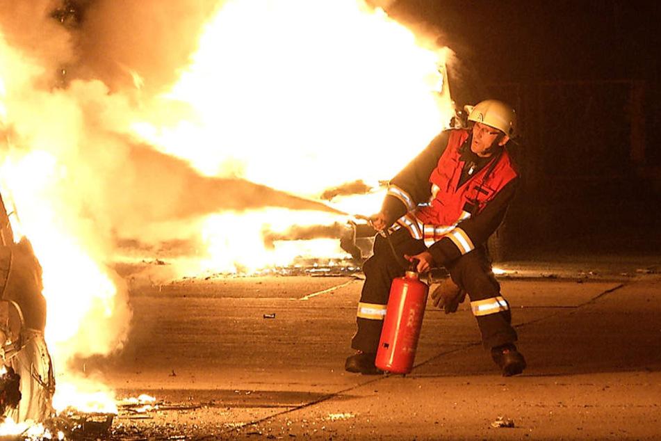 Die Feuerwehr hatte Mühe, die Flammen an den drei Orten unter Kontrolle zu bringen.